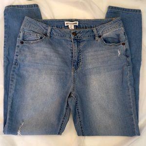 ARTISAN NY Light Wash High Rise Skinny Jean